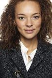 Portret van een jonge vrouw in studio Royalty-vrije Stock Foto's