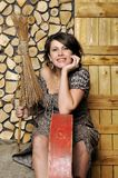 Portret van een jonge zwangere vrouw in landelijke stijl Royalty-vrije Stock Foto's
