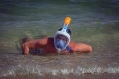 Portret van een jongen met het duiken masker stock afbeeldingen