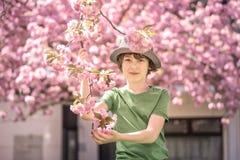 Portret van een jongen in een T-shirt royalty-vrije stock fotografie