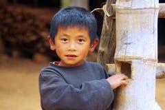 Portret van een jongen van het dorp van Lat Sen, Laos Stock Foto's