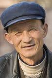 Portret van een kenmerkend Chinees bejaard verstand een GLB, Peking, China Stock Afbeelding