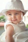 Portret van een kind een paar maanden op de dag van haar doopsel stock fotografie