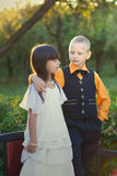 Portret van een klein jongen en meisjespaar Stock Foto's
