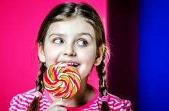 Portret van een klein meisje met mooie grote ogen Stock Foto's
