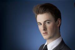 Portret van een Knappe Jonge Mens Stock Foto
