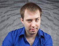 Portret van een knappe jonge mens Stock Afbeelding