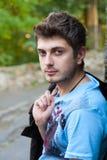 Portret van een knappe mens Stock Foto's