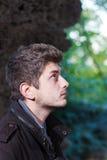 Portret van een knappe mens in profiel Royalty-vrije Stock Afbeeldingen