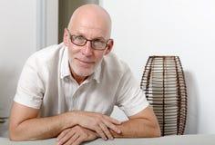 Portret van een knappe rijpe mens stock foto's