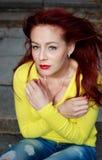 Portret van een koude vrouw openlucht Stock Fotografie