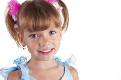 Portret van een leuk meisje in blauwe kleding stock foto's