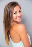 Portret van een leuke glimlachende vrouw stock afbeeldingen