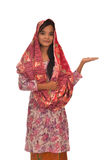 Portret van een Maleisische vrouw met kebaya op witte achtergrond Royalty-vrije Stock Afbeeldingen