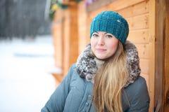 Portret van een meisje in de winter Stock Afbeeldingen