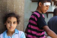 Portret van een meisje en een jongen in de straat in giza, Egypte Stock Afbeelding