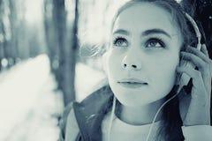 Portret van een meisje in koude tonen Stock Afbeeldingen