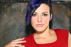 Portret van een meisje met blauw haar. stock foto's