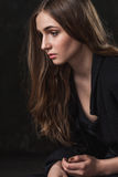 Portret van een meisje met droevige ogen Stock Foto