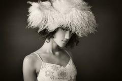Portret van een meisje met een bonthoed Stock Afbeeldingen