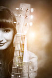 Portret van een meisje met een gitaar Royalty-vrije Stock Afbeeldingen