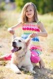 Portret van een Meisje met haar mooie hond in openlucht Royalty-vrije Stock Afbeelding