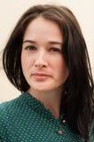 Portret van een meisje met natuurlijke blik stock fotografie