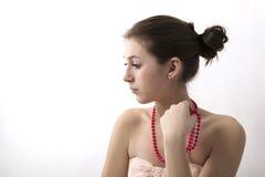 Portret van een meisje met roze parels Royalty-vrije Stock Afbeelding