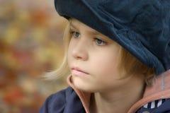 Portret van een meisje in openlucht Stock Afbeelding