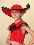 Portret van een meisje in rode hoed en zwart kant Royalty-vrije Stock Afbeeldingen