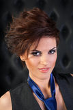 Portret van een meisje in vest met blauwe band Royalty-vrije Stock Fotografie