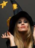 Portret van een meisjesheks op Halloween Stock Afbeelding