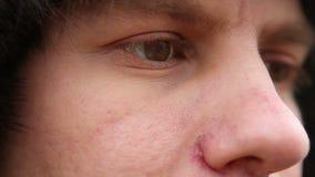 Portret van een mens in de hoed van het de winterbont stock video