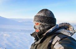 Portret van een mens in een GLB en een skimasker Royalty-vrije Stock Foto