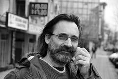 Portret van een mens met verleidelijke glazen - kijk Royalty-vrije Stock Foto