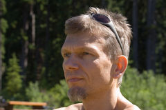 Portret van een mens met zonnebril Royalty-vrije Stock Foto's