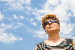 Portret van een middenleeftijdsvrouw stock foto