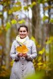 Portret van een modieuze jonge vrouw Royalty-vrije Stock Fotografie