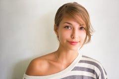 Portret van een mooi jong donkerbruin meisje. Royalty-vrije Stock Afbeeldingen