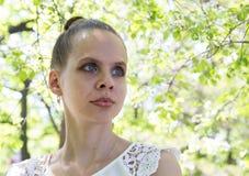 Portret van een mooi jong meisje Stock Afbeelding