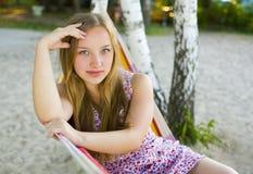 Portret van een mooi jong meisje in openlucht Royalty-vrije Stock Fotografie