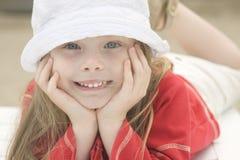 Portret van een mooi meisje in hoed Stock Afbeeldingen