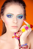 Portret van een mooi meisje met een heldere make-up Royalty-vrije Stock Foto