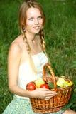 Portret van een mooi meisje met lang gekamd haar Stock Foto's