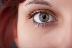 Portret van een mooi meisjes dicht omhooggaand oog stock afbeeldingen