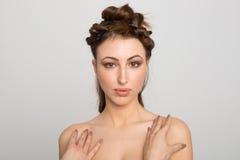 Portret van een mooi sexy brunette in zwarte lingerie Stock Fotografie