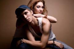Portret van een mooi toevallig paar in jeans Royalty-vrije Stock Afbeelding
