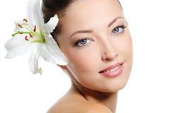 Portret van een mooi vrouwengezicht Stock Afbeelding
