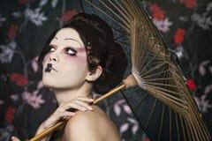 Portret van een mooi wit meisje in geishastijl Stock Foto's