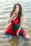 Portret van een mooie Aziaat in een papaver-kleding Stock Afbeeldingen